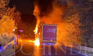 ADÂNCA: Un Tir a luat foc în mers