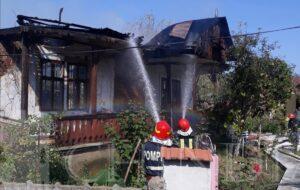 ISU DÂMBOVIȚA: Incendiu la o casă și anexă din localitatea Gura Ocniței