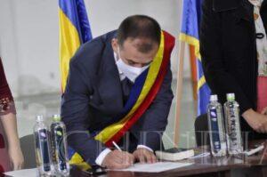 RĂZVAD: EMANUEL SPĂTARU A DEPUS JURĂMÂNTUL PENTRU AL DOILEA MANDAT DE PRIMAR