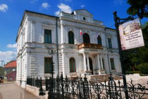CULTURAL: Expoziție de pictură la Muzeul de Artă din Târgoviște