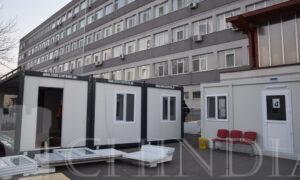 Spitalul Județean din Târgoviște a instalat încă trei containere încălzite pentru triajul pacienților