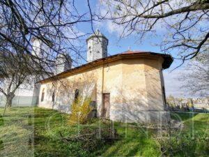 EDITORIAL: Biserica veche și monumentul eroilor din Racovița, județul Dâmbovița