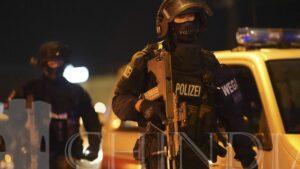 VIENA: ATAC TERORIST- IMAGINI SURPRINSE IN TIMPUL ATACULUI.