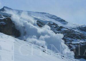 BUCEGI: Pericol de producere a avalanselor