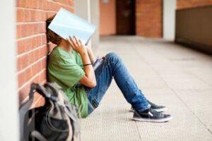 PSIHOLOG: Adolescența- o perioadă dificilă