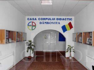 Peste 300 de profesori s-au programat pentru vaccinare la centru mobil de vaccinare de la  Casa Corpului Didactic