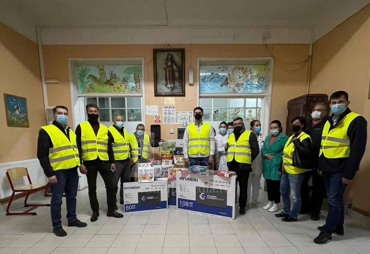 Membrii Clubului Rotary Târgoviște au adus bucurie copiilor din Centrul de la Gura Ocniței