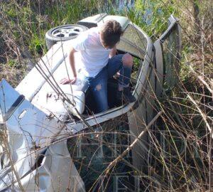 CONȚEȘTI: A condus cu 182 km/h, nu a oprit la semnalul poliției și s-a răsturnat în șanț